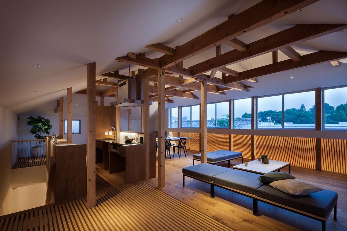 天井が高く開放的なリビング(Photo:吉田誠)