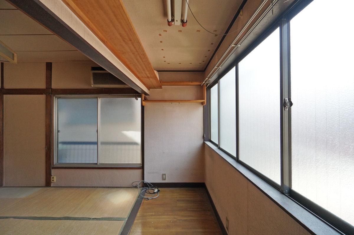 (B棟)窓際にはサンルーム的スペースがあります