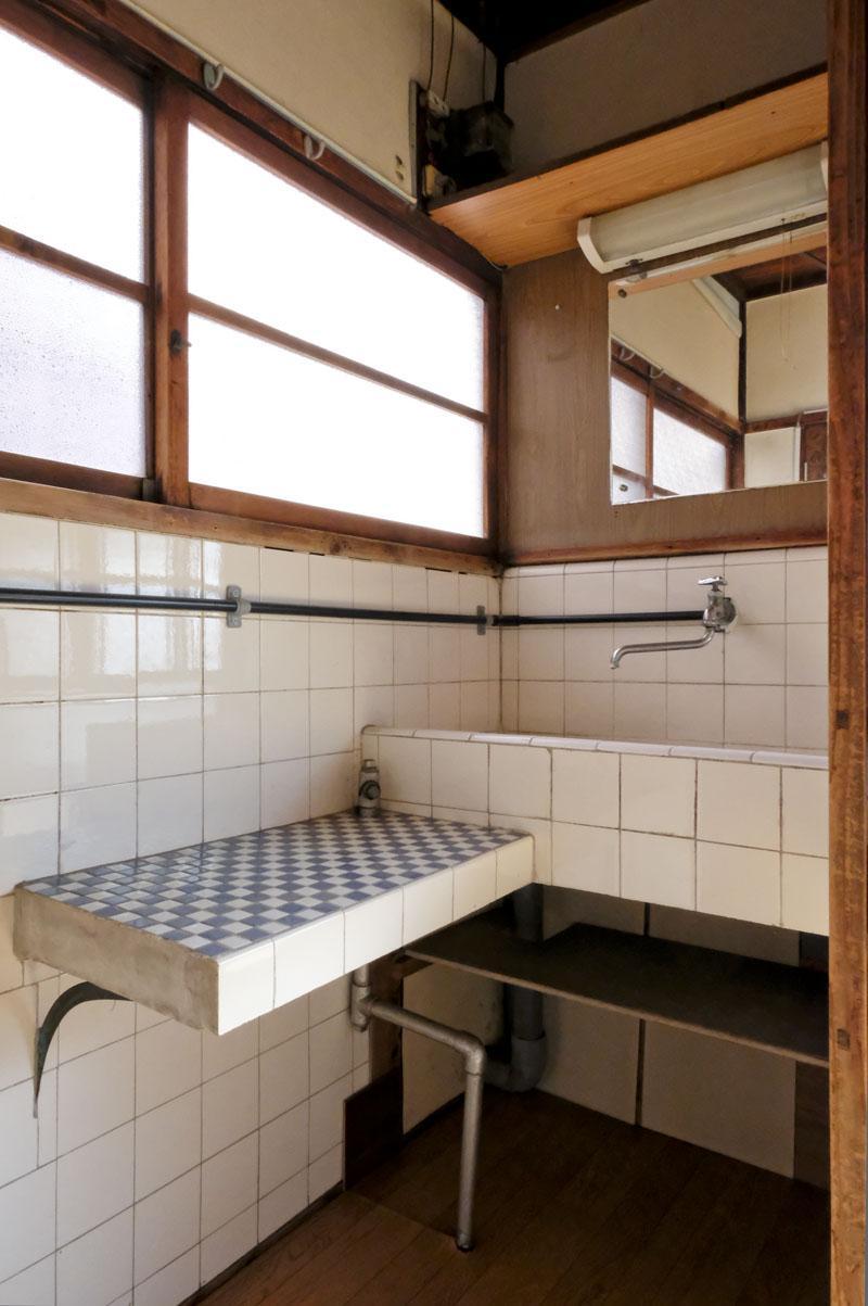 2階:手洗い場のタイルも可愛らしくて