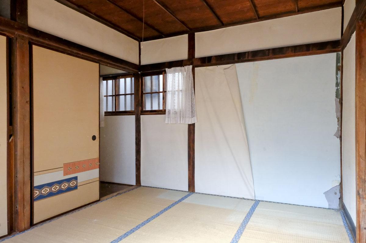 2階:壁や床などはやり直しが必要そう