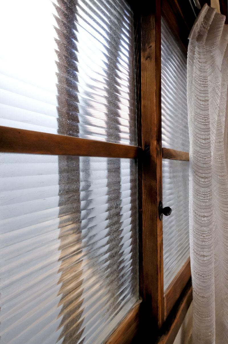 2階:今ではほとんど見かけない窓サッシが貴重