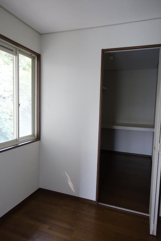 2階の書斎、その奥は大きめの納戸