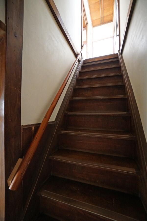 階段は急勾配
