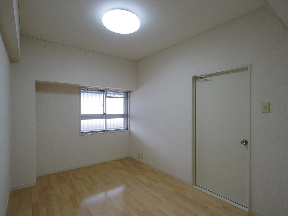 二重窓の6畳洋室