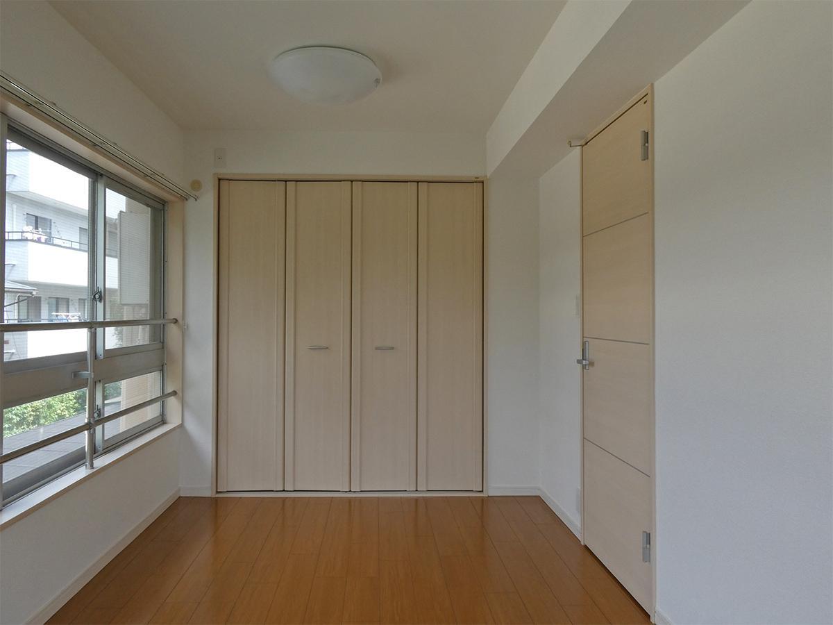 寝室を北西側から。収納は約1畳分ほど