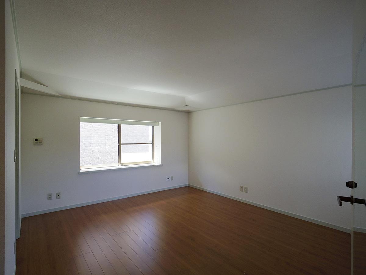 北側の2階洋室。クロークと水回りが付いている