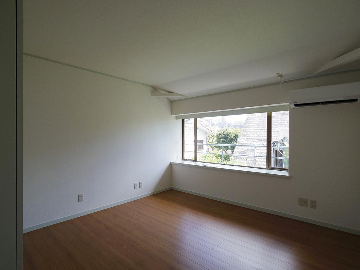 東側の2階洋室