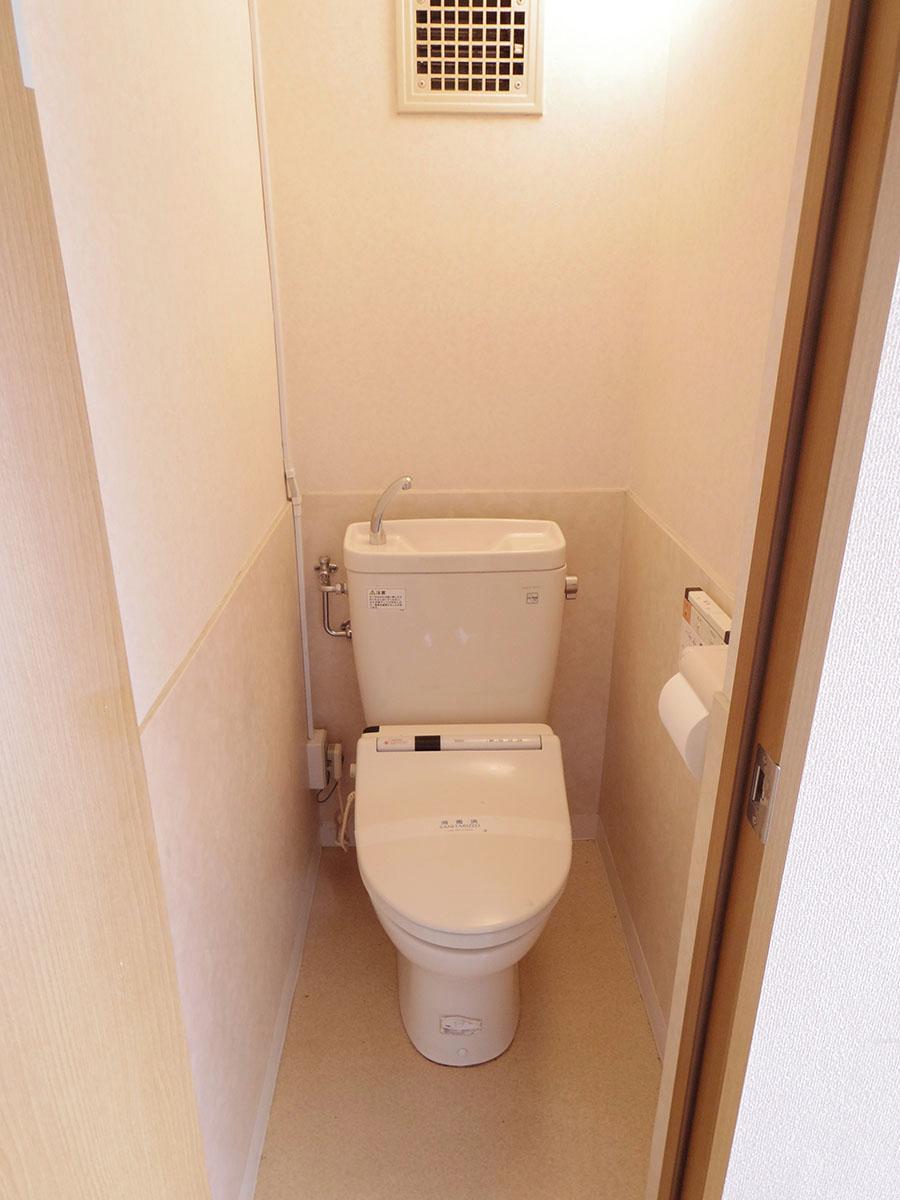 トイレはちゃんとウォシュレット付き