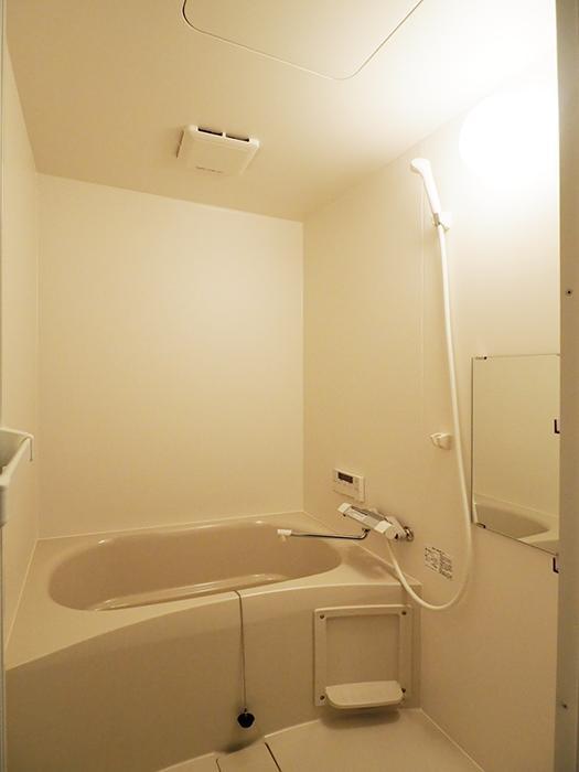 浴室はきれい。追いだき機能付き