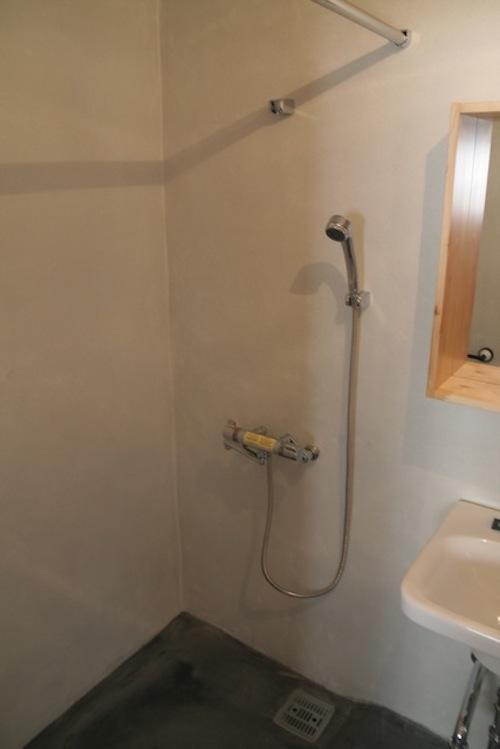 浴槽はなく、シャワーのみ