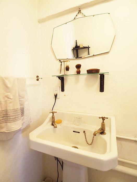 洗面がクラシック。水栓もかわいい