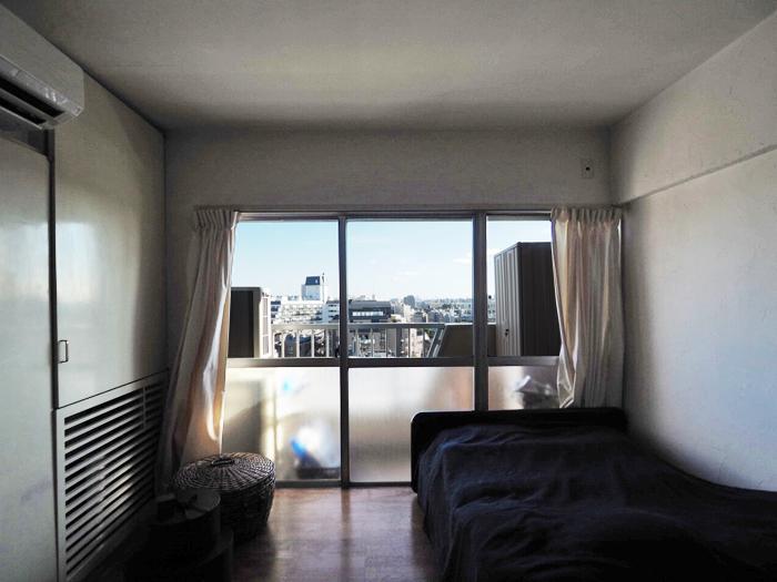 寝室。3面窓が気持ちいい