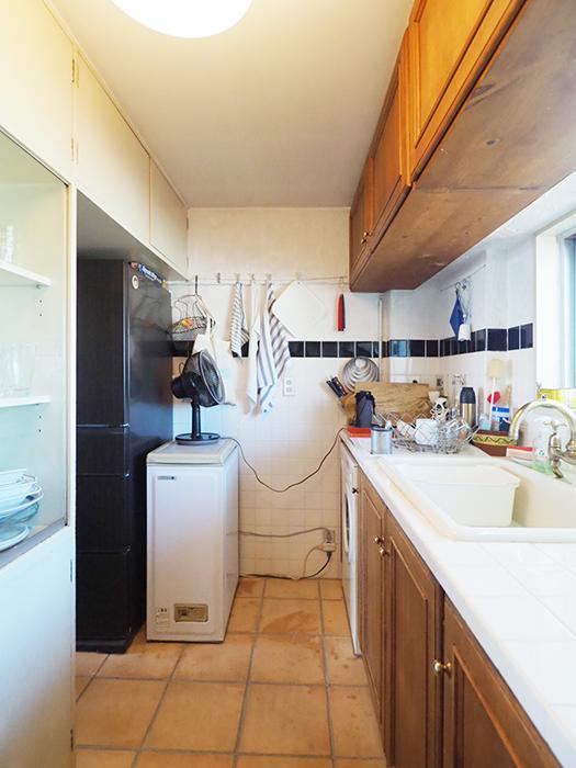 シンクの左隣にはビルトインタイプの洗濯機が置かれている。こちらはそのまま引き渡し可能