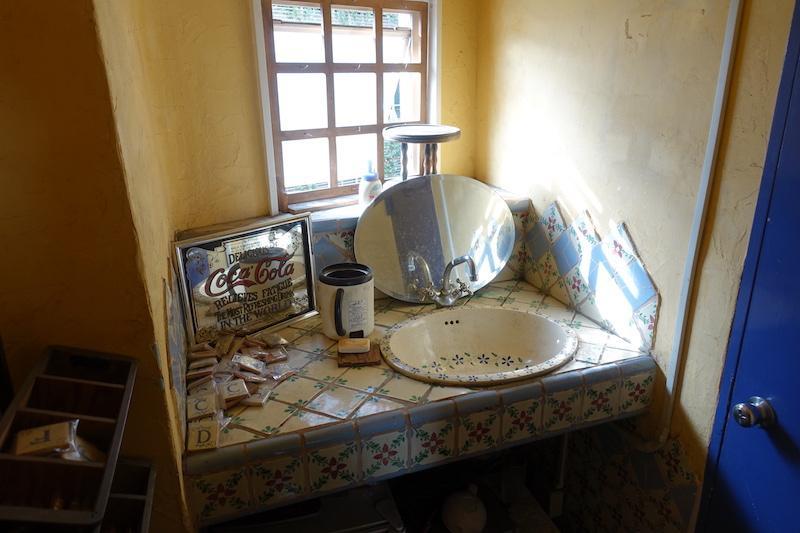 造作の洗面台も個性的