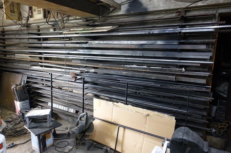 下の階はオーナーの加工場になっていて、使用は相談可能