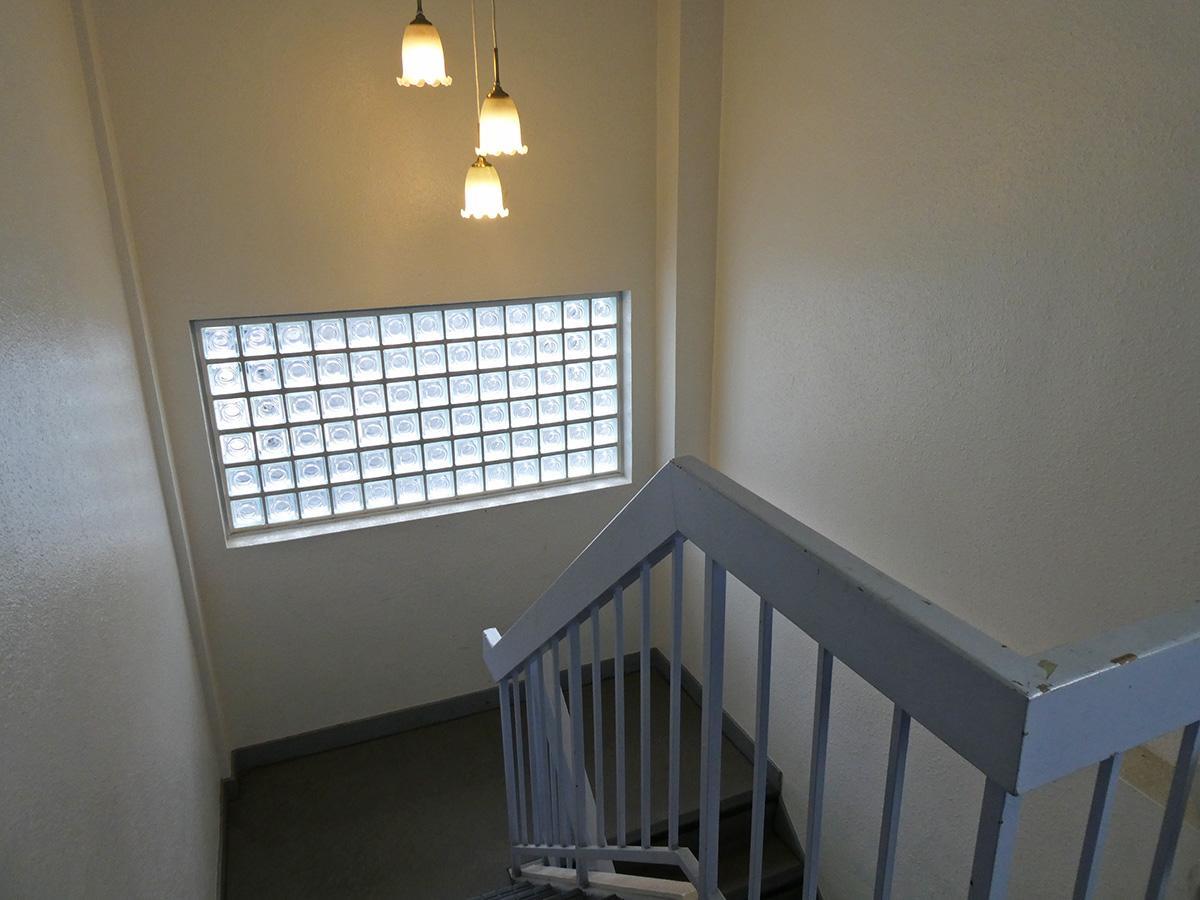階段で4階まで上がります