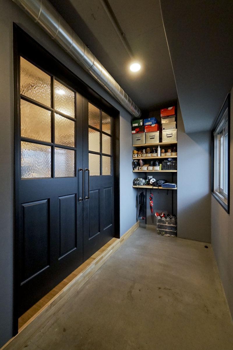 玄関を開けると、広めの土間スペース!