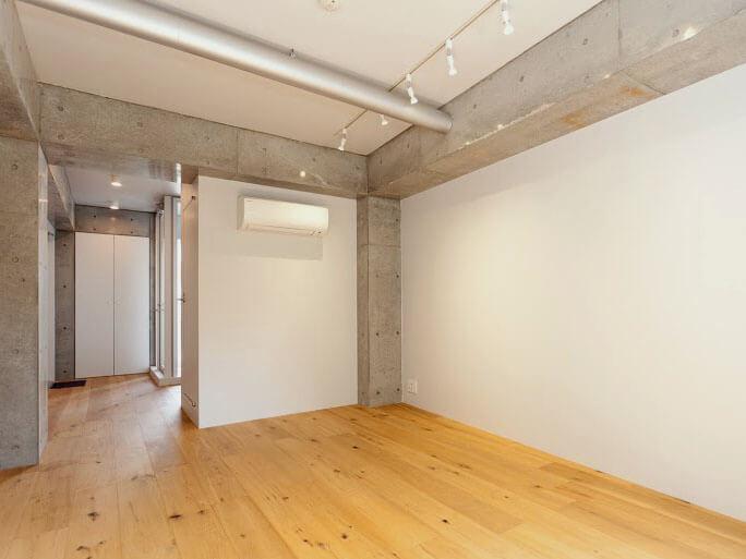 壁が多くデスクなどの家具レイアウトはしやすそう。