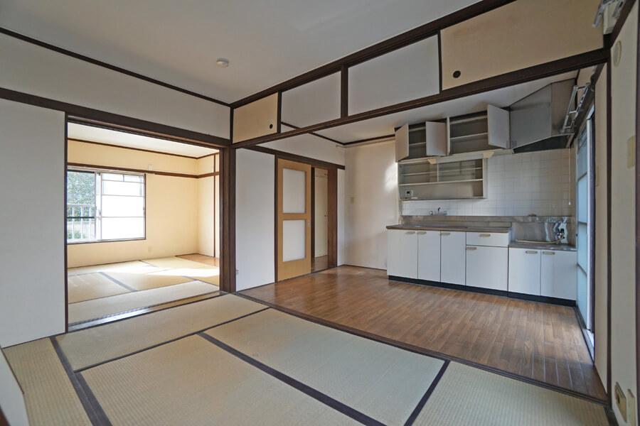 台所、居室1、2は、仕切りを取り払えばひとつの部屋にすることが可能