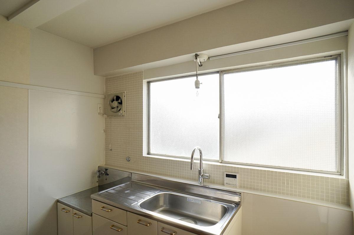 301号室:この窓がすごく効いています