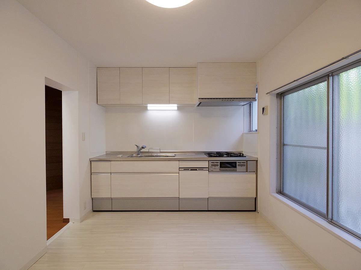 6.8畳のキッチン。窓も大きくて気持ちよく料理が出来そう