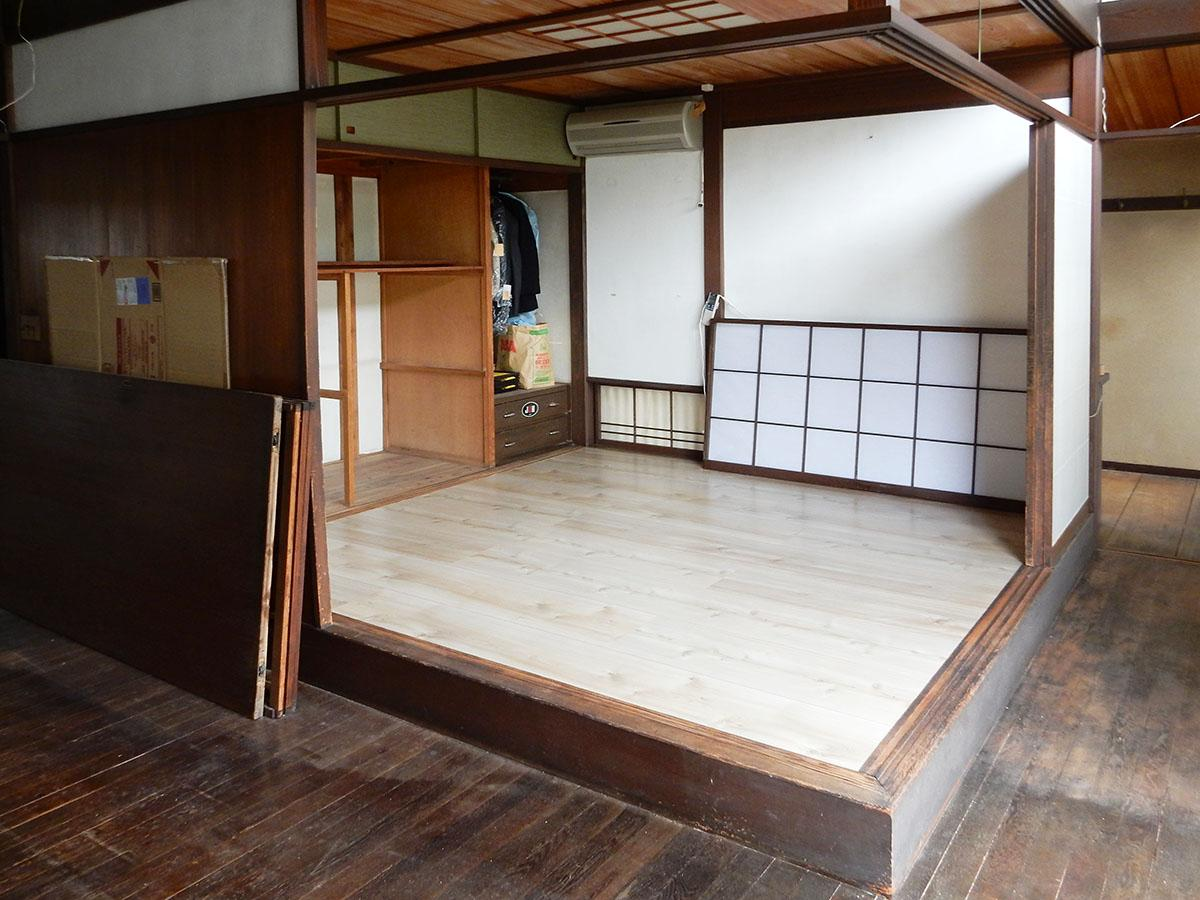 リビングに隣接するスペース。畳をフローリングに張り替え済み