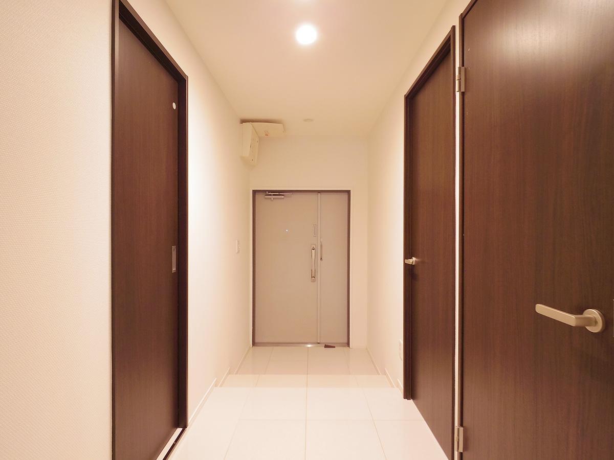 床が人造大理石の玄関スペース