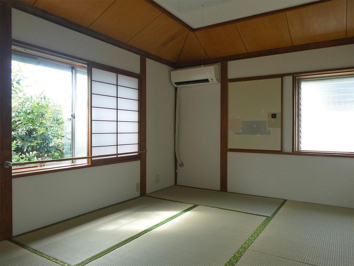 北側の和室。隣地の緑が見える