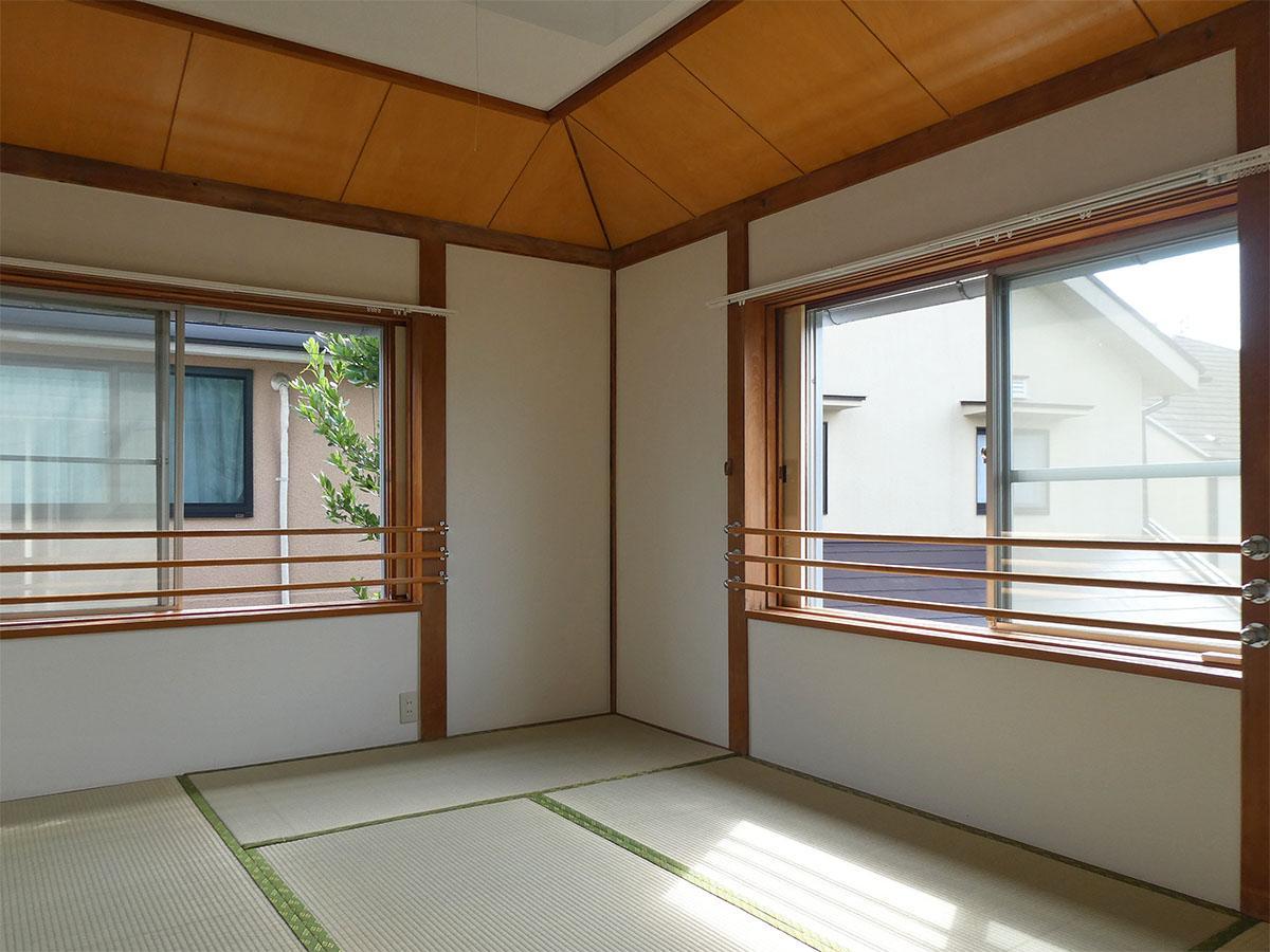 南側の和室。2面採光で明るい