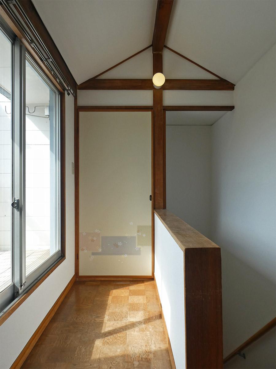 昔懐かしい雰囲気を残す2階の廊下