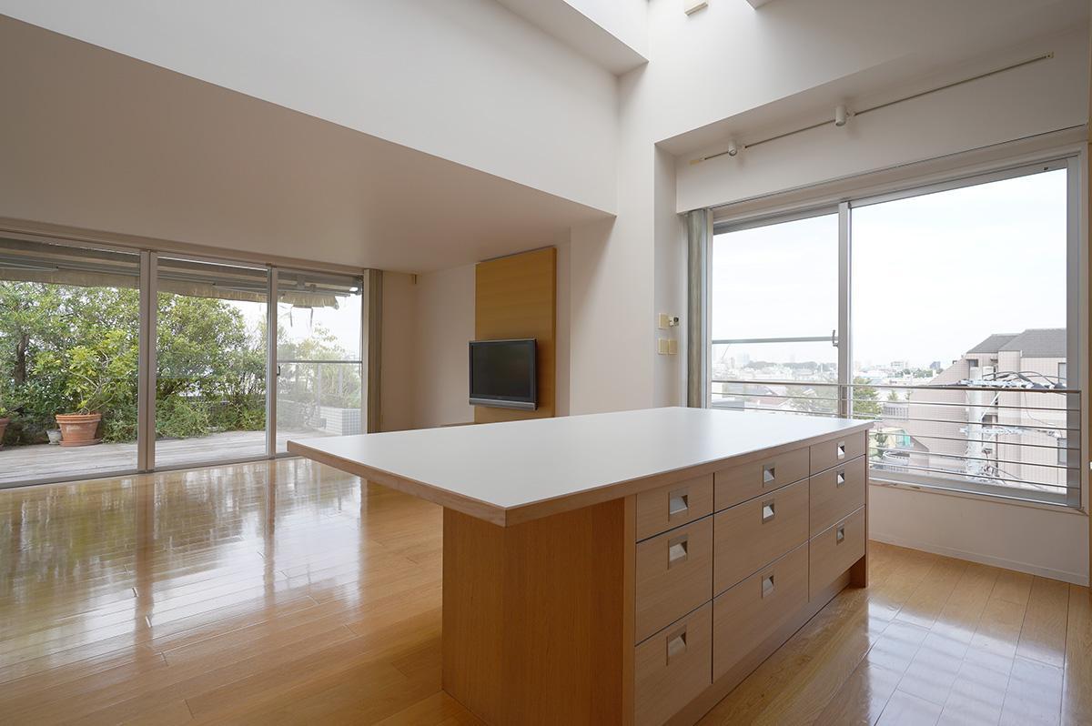 窓が大きく様々な方向に視線が抜けるのでとにかく気持ちがいい家です