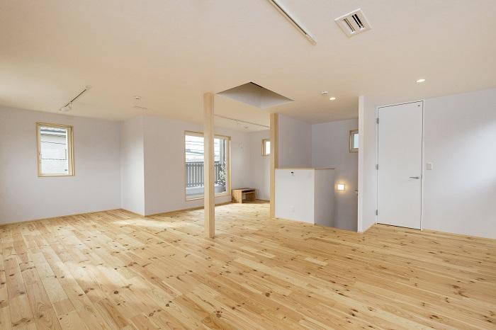 2階は41~40㎡の広いワンルーム。個室がつくれるように空調や照明、窓が設計されていて、暮らしにあわせて2~3LDKの間取りにかえていくこともできる