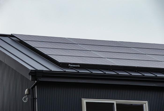 太陽光発電パネルつき。太陽光を電力に変換し家庭内の電気をまかない、余った電気は売電する事もできます