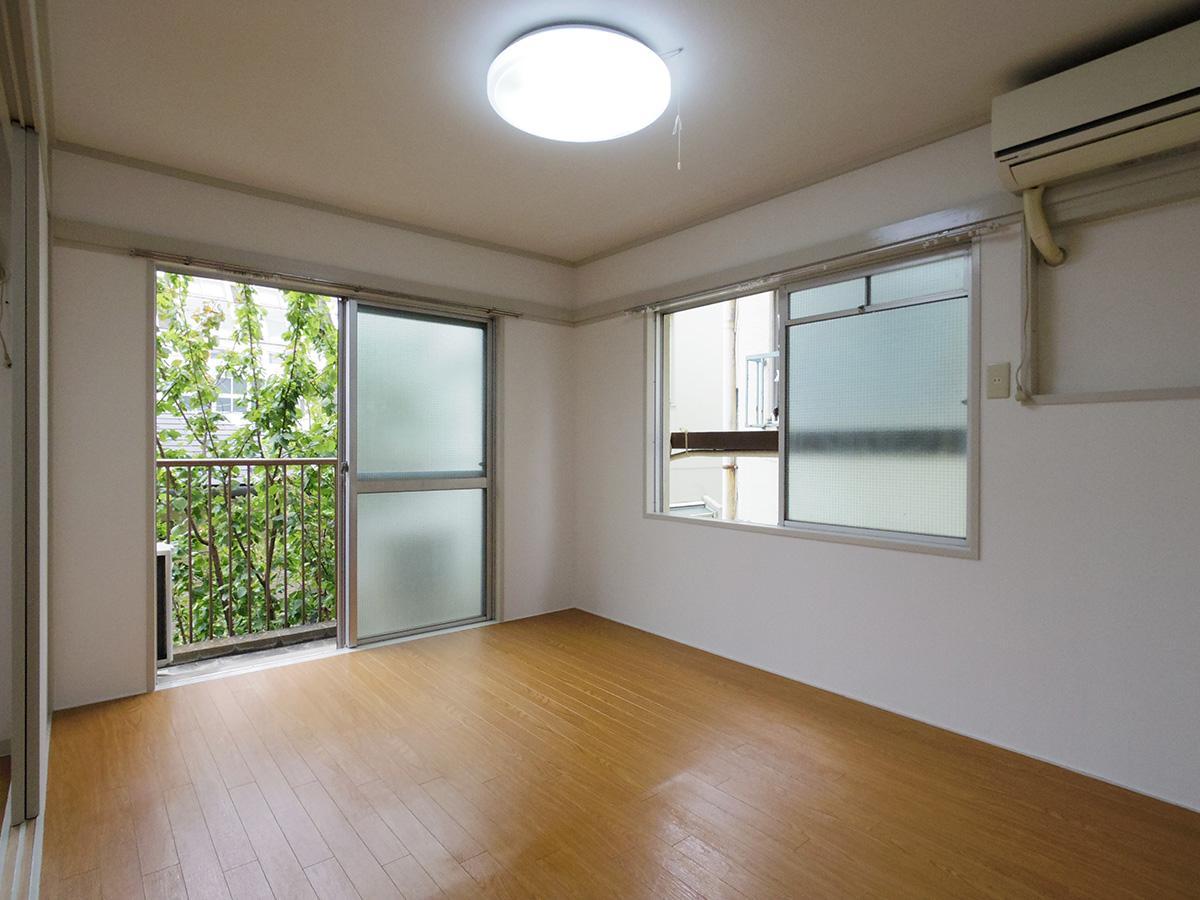6畳洋室。2面採光で風の抜けも良く気持ちよい