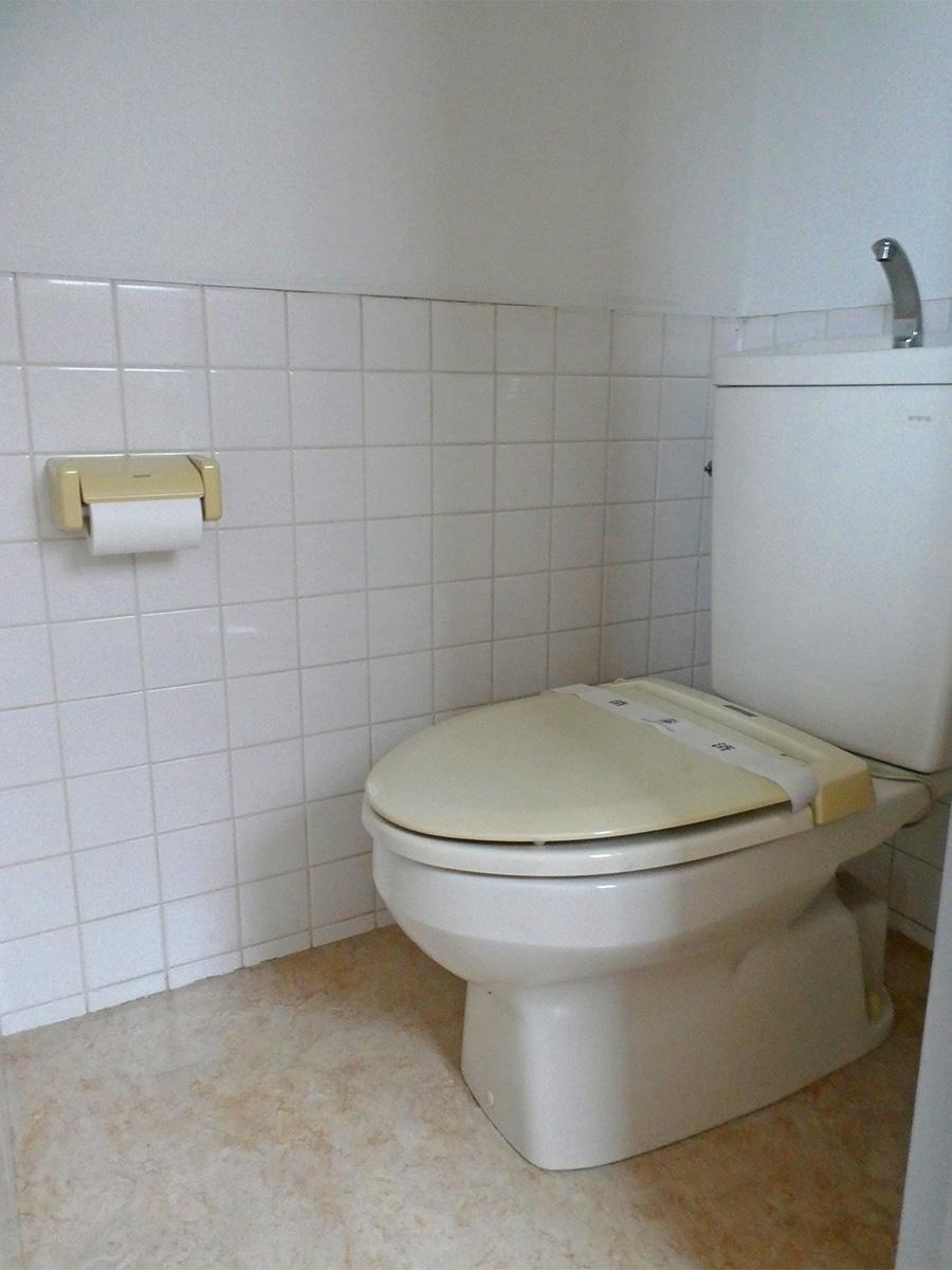 トイレ。白基調で清潔感があります