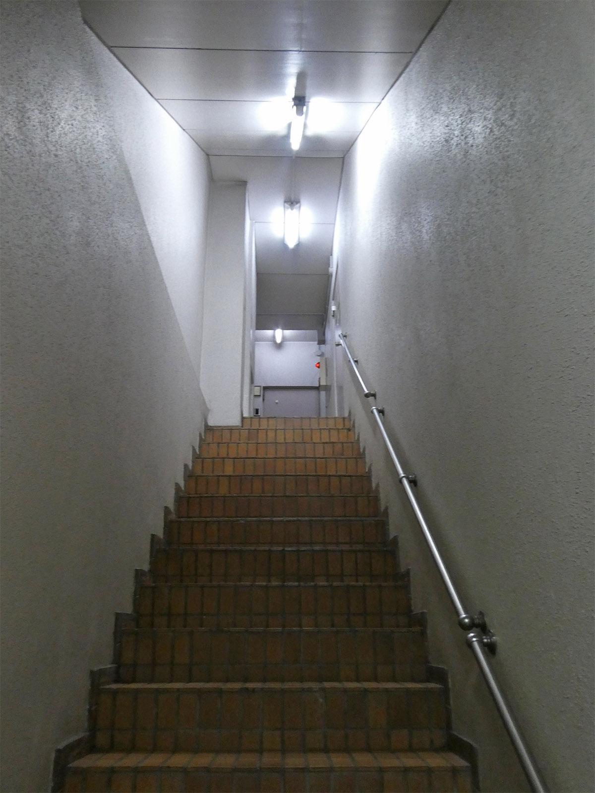 階段。アジト感アリ