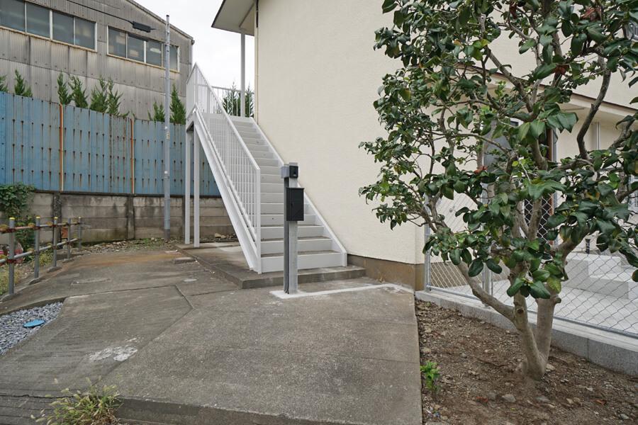 Cタイプへは専用の階段で。ちょっと戸建て感があります