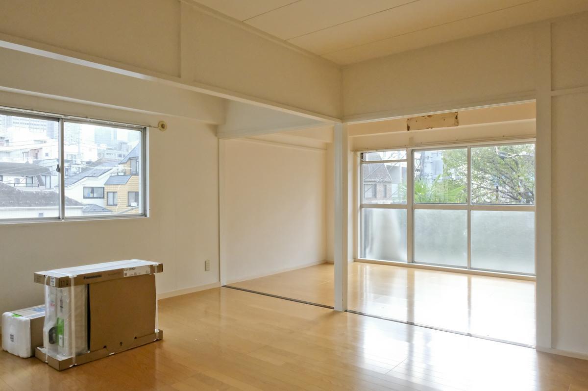 301号室:とにかく明るい(こちらは引き戸を外した状態。取った引き戸は室内に置いておく必要がある)