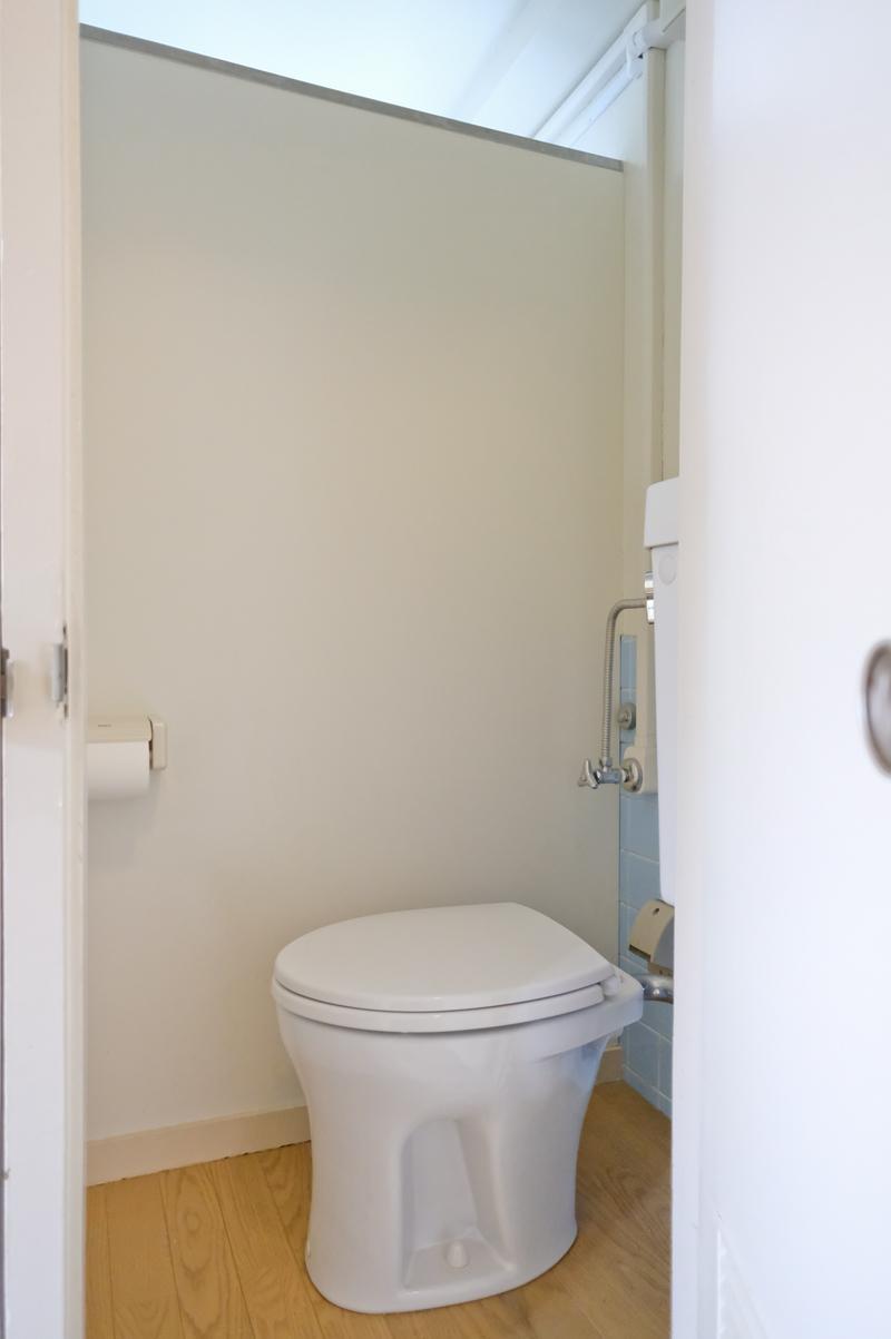トイレは最小限のサイズ(301、302号室両方とも同じ)
