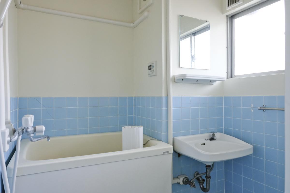 浴室も最低限のもの(301、302号室両方とも同じ)