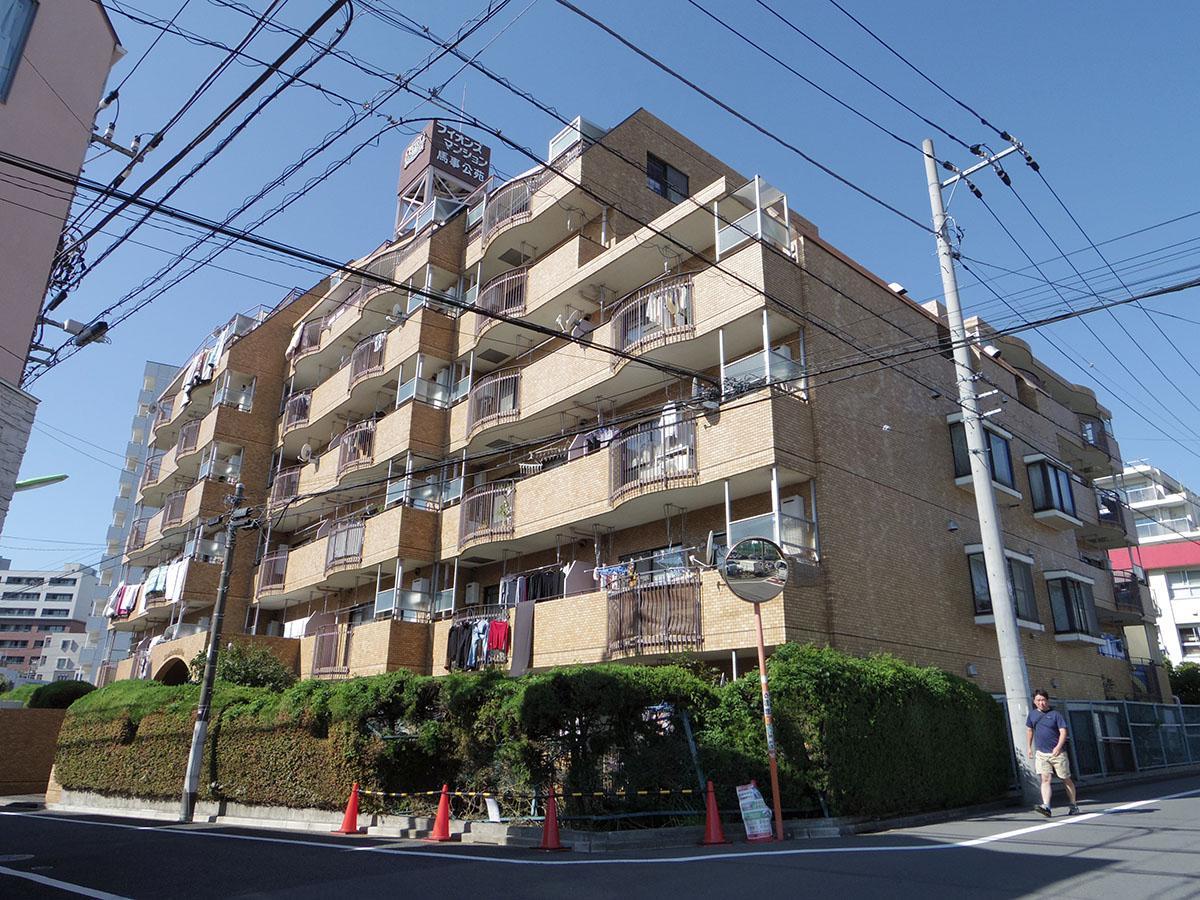 桜新町駅から徒歩6分ほどの分譲マンション。しっかりと管理が行き届いています