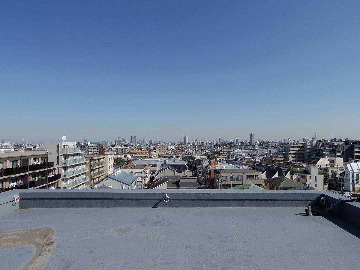 ルーフバルコニーからは東京タワーもスカイツリーも見える
