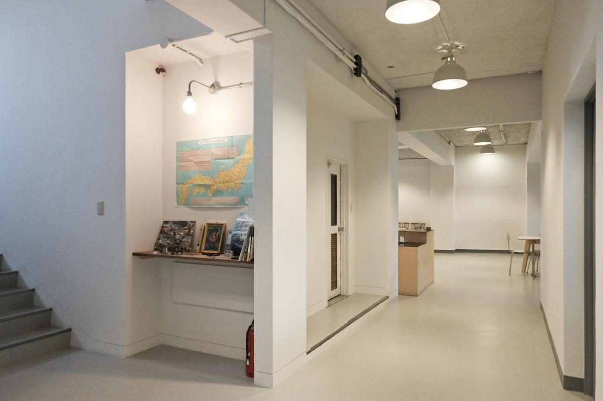 2階共用部:奥が会議室スペース
