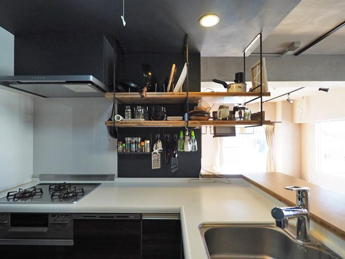 ガス3口コンロにグリル、食器洗浄機がついた機能的なキッチン