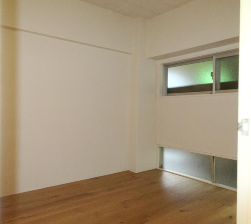 北側の寝室約4畳。ウォークインクローゼット付き。エアコンは有りません(設置も不可)