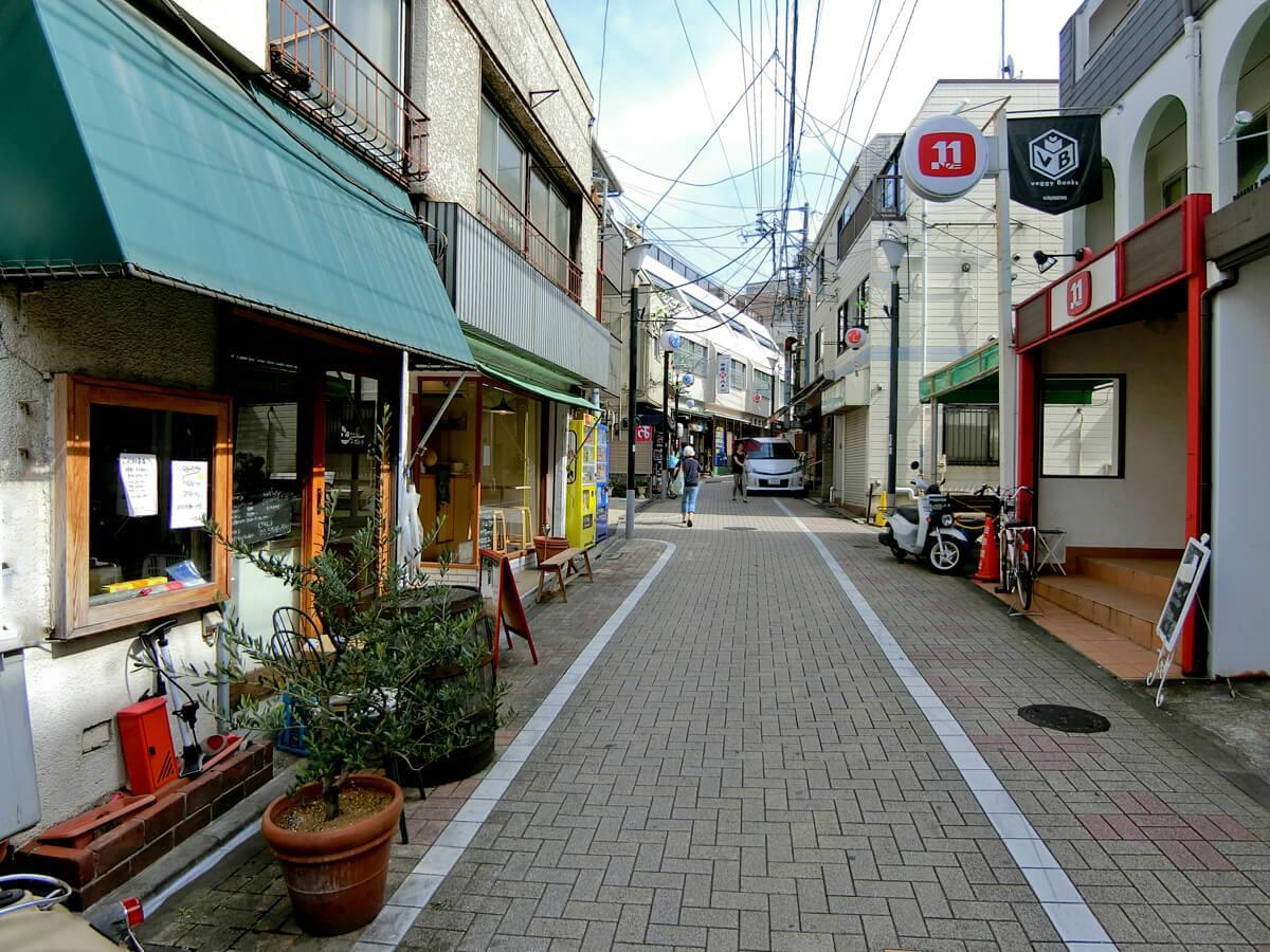 すぐ近くの笹塚十号通り商店街