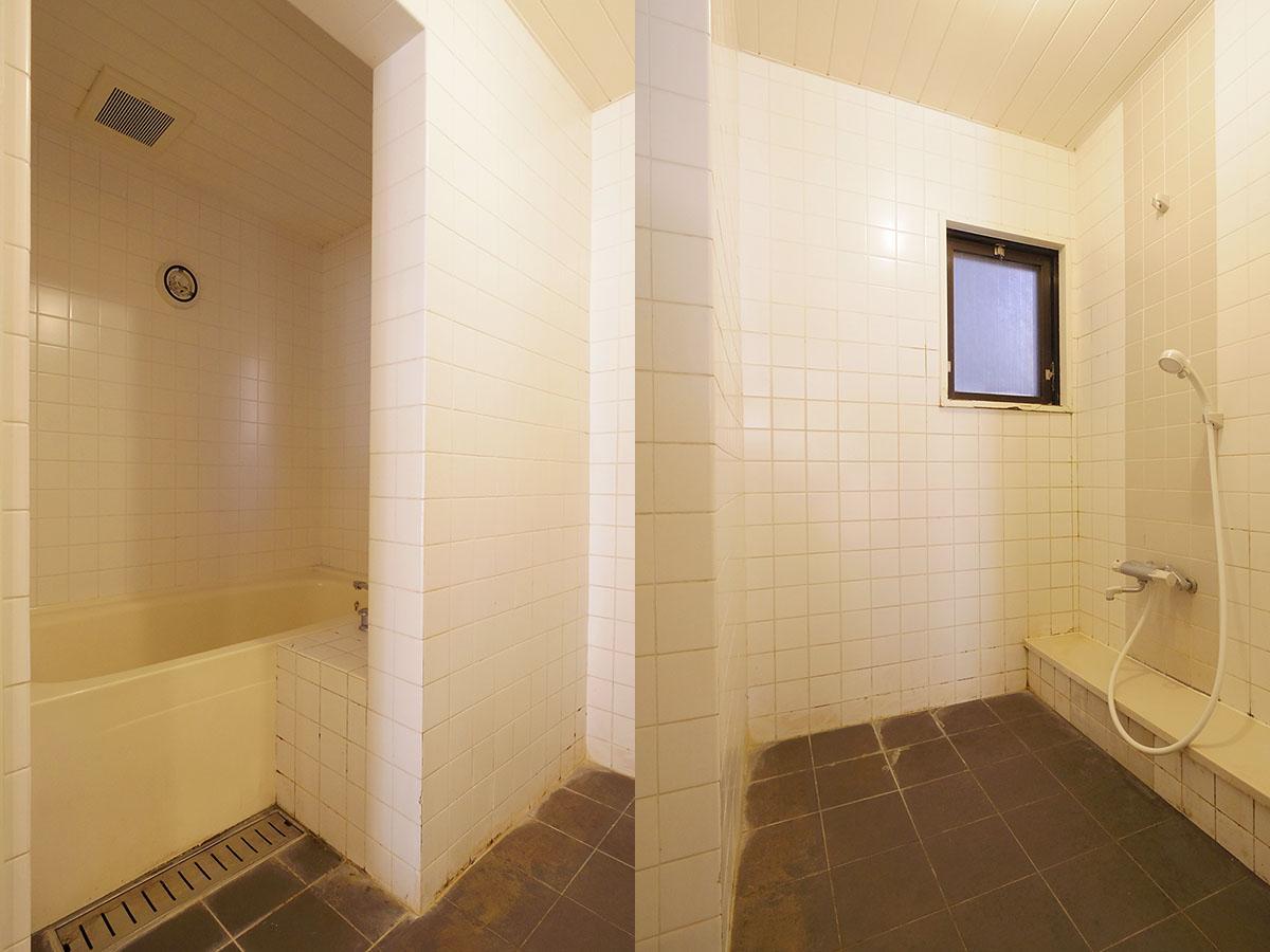 浴室は半分壁を隔てて洗い場がある