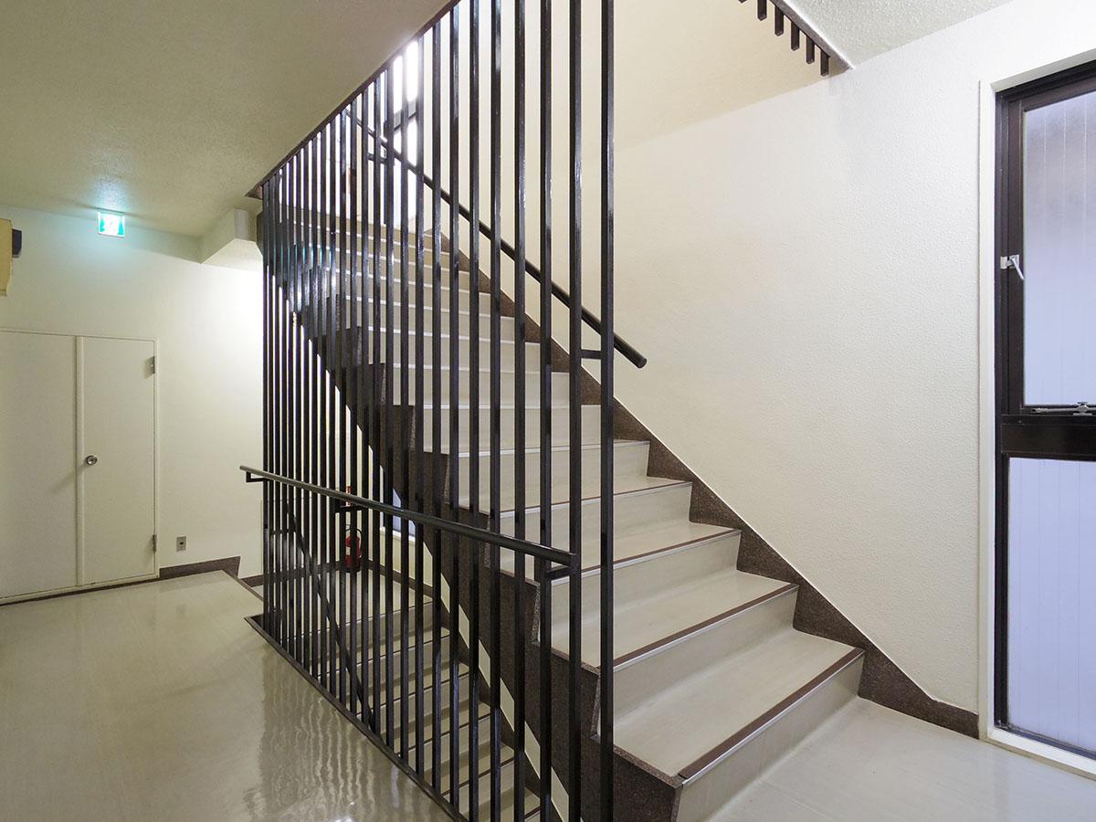 共有部。エレベーターなしの2階