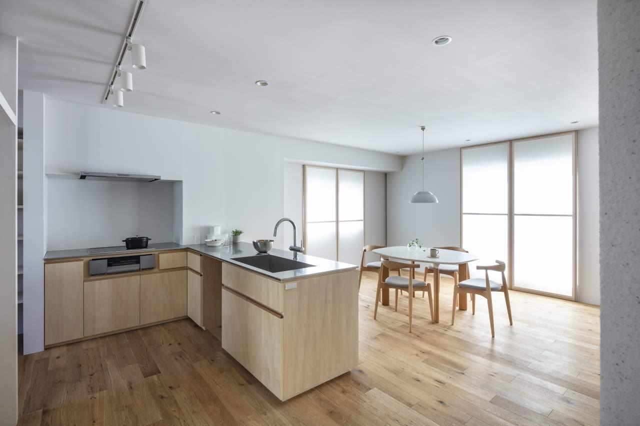使いやすいL字型のキッチンと、約11.5畳のゆとりある広さのダイニングルーム