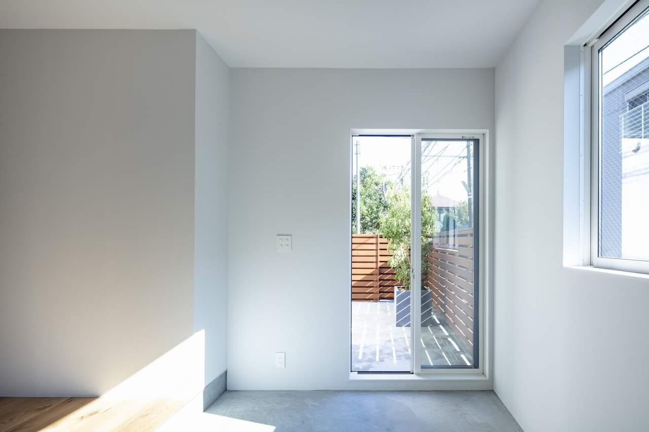 外部土間と室内土間をつなぐサッシ